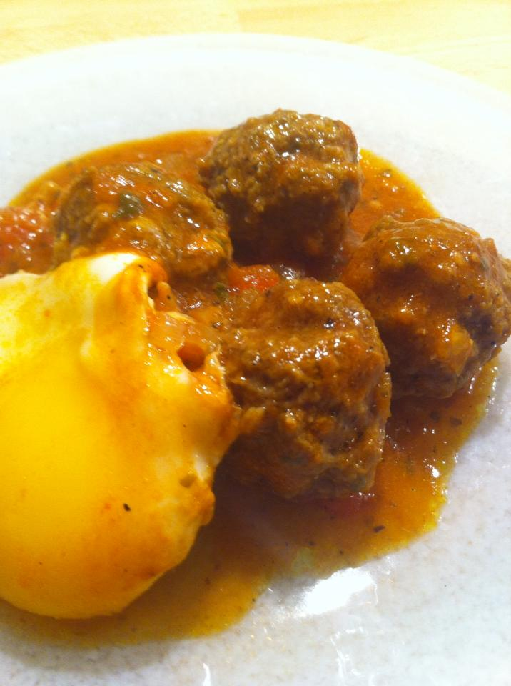 Charmila be kefta o ibayd - Charmila with meatballs and eggs